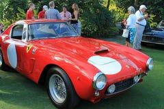 Классицистический красный итальянский гоночный автомобиль на случае Стоковое Изображение