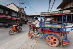 Классическая автоматическая рикша на Chaing Khan, Loei, Таиланде Стоковые Фотографии RF