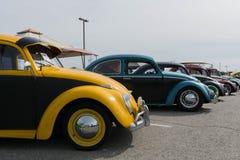 Классические автомобили жука на дисплее во время 742 войн гонки Стоковые Фотографии RF