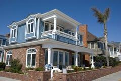 Классические американские дома на портовом районе Ньюпорта приставают - округ Орандж к берегу, Калифорнию Стоковое фото RF