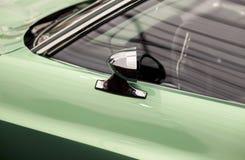 Классические зеркало автомобиля и боковое окно и дверь Стоковая Фотография RF