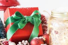 Классические подарок на рождество или подарок с элегантными смычком и рождеством Стоковое фото RF