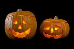 Классические страшные тыквы хеллоуина сторон с огнем пылают, освещают изолировано Стоковое Изображение