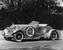 Классический автомобиль (все показанные люди более длинные живущие и никакое имущество не существует Гарантии поставщика что буде стоковые фотографии rf