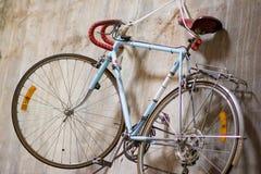 Классический вид велосипеда на стене Стоковое Фото