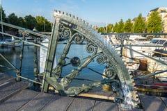 Классический голландский механизм drawbridge канала Стоковые Изображения RF