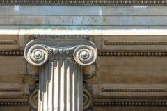 Классический грек или римский ионный столбец в великобританском музее Лондон Стоковые Фотографии RF