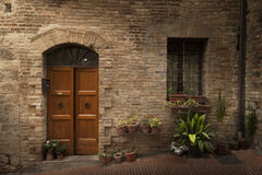 Классический фасад здания в городке от Тосканы Стоковые Фото