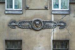 Классический fretwork на стене здания стоковое изображение