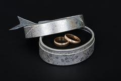 2 классических кольца золота свадьбы Стоковое Изображение RF