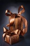2 классических подарочной коробки на черной предпосылке Стоковое Изображение RF