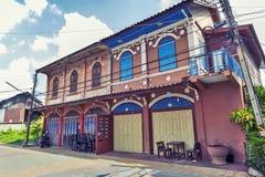 Классическое китайско-португальское здание на запрете Singha Tha, старой исторической зоне провинции Yasothon в северовосточной з стоковые фотографии rf