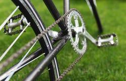 Классическое фото конца-вверх велосипеда дороги в поле луга зеленой травы лета предпосылка больше моего перемещения портфолио Стоковые Фото