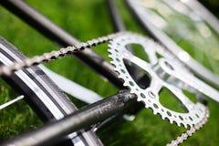 Классическое фото конца-вверх велосипеда дороги в поле луга зеленой травы лета предпосылка больше моего перемещения портфолио Стоковые Изображения