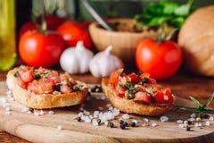 Классическое Bruschettas с томатами Стоковое Фото