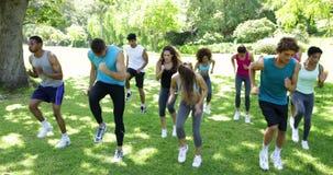 Класс лагеря ботинка jogging на пятне сток-видео