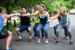 Класс фитнеса делая низкую последовательность Стоковое Изображение RF
