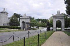 Кладбище Арлингтона, 5-ое августа: Вход национального кладбища Арлингтона от Вирджинии Стоковая Фотография