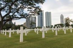 Кладбище войны воинское в городе стоковое фото rf