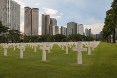 Кладбище войны воинское в городе стоковые изображения rf