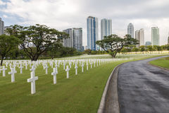 Кладбище войны воинское в городе стоковое фото