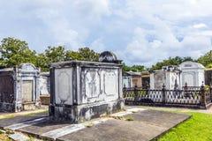 Кладбище Лафайета в Новом Орлеане с историческими тягчайшими камнями Стоковые Изображения RF