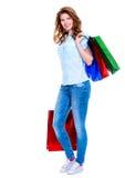 кладет красивейшую счастливую женщину в мешки покупкы Стоковое фото RF
