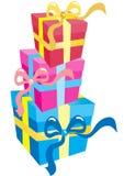 кладет подарок в коробку 3 Стоковые Фотографии RF