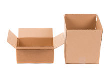кладет раскрытый картон в коробку Стоковое Изображение
