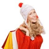 кладет счастливую женщину в мешки покупкы удерживания Продажи зимы изолировано стоковое изображение rf