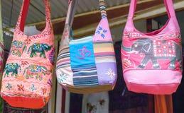 кладет этнический индийский рынок в мешки Стоковые Фото