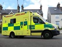 К востоку от машины скорой помощи службы скорой помощи NHS Англии аварийной стоковые изображения rf
