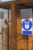 Клетка для оксиацетиленовых цилиндров стоковые фото