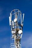 Клетчатые антенны на верхней части рангоута, конце-вверх на backgrou Стоковые Фото