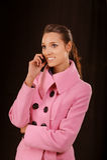 клетчатый телефон девушки Стоковое фото RF