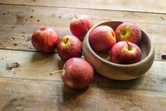 клеть яблок органическая Стоковые Изображения RF
