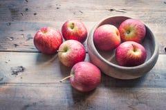 клеть яблок органическая Стоковое Фото