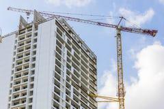 Кливер крана над зданием стоковая фотография