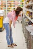 Клиент на магазине продовольственных товаров Стоковое Фото