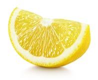 Клин желтых цитрусовых фруктов лимона изолированных на белизне Стоковые Изображения