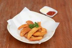 Клин картошки на деревянной таблице Стоковые Фото