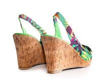 Клин-накрененный ботинок женщины стоковое фото