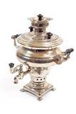 клиппирование изолировало белизну чая samovar старого путя русскую Стоковое фото RF