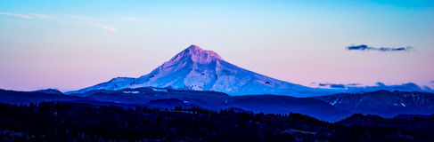 Клобук Mt в увядая свете Стоковая Фотография