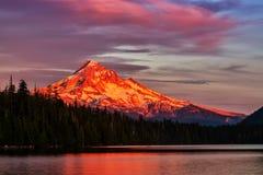 Клобук Mt на заходе солнца Стоковое Изображение
