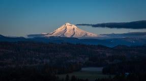 Клобук Mt солнечным светом позднего вечера Стоковое Изображение RF