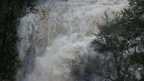Клокоча водопад в джунглях, Таиланд сток-видео