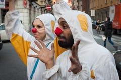 2 клоуна принимать фестиваль клоуна милана Стоковая Фотография