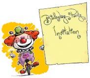 Клоун на юнисайкле проводя приглашение Стоковая Фотография RF