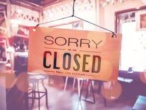 К сожалению мы закрытый вид знака на двери стоковое фото rf